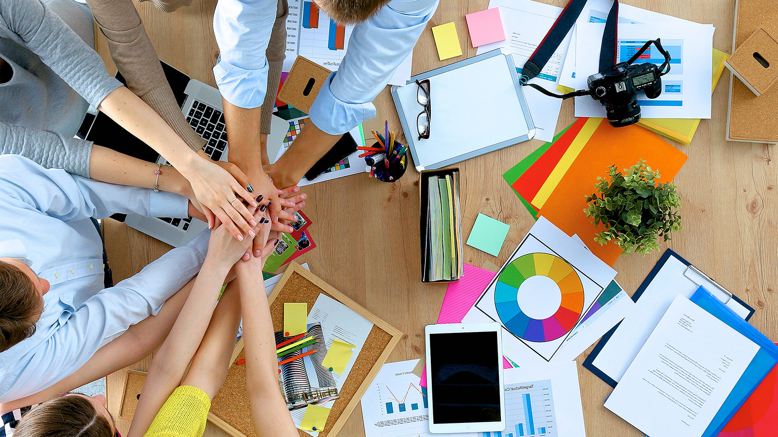 dentify six collaboration tools that are available to help the team work together To facilitate knowledge sharing is to ensure that it is retained within the workplace, and shared among employees to help them work more effectively together according to gartner, knowledge management is a discipline that promotes an integrated approach to identifying, capturing, evaluating, retrieving, and sharing all of an enterprise's.